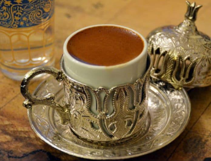 Καφεμαντεία για αρχάριους: Μάθε να ερμηνεύεις το φλιτζάνι! 18 σύμβολα για να τον λες... μόνη σου!