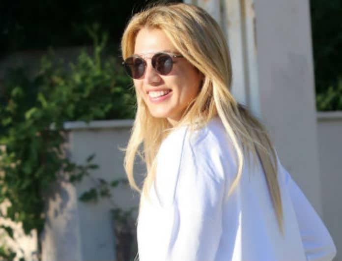 Κωνσταντίνα Σπυροπούλου: Με διαφανές σορτσάκι στο κέντρο της Γλυφάδας! Οι φωτογραφίες... φωτιά!