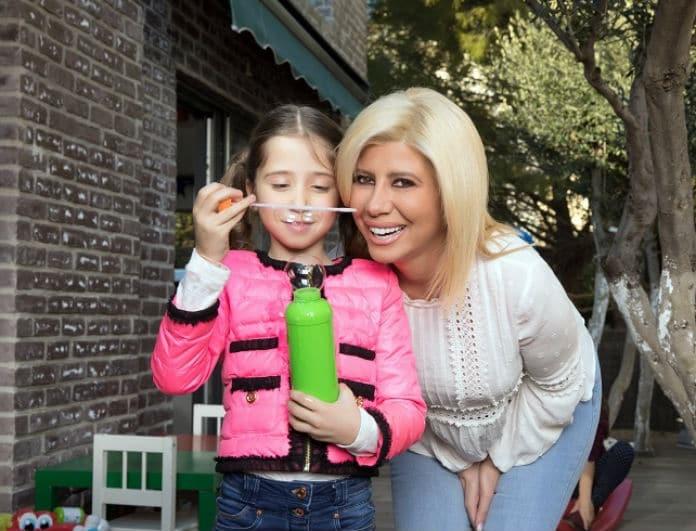Ζήνα Κουτσελίνη: Τα παιχνίδια και οι αγκαλιές με την κορούλα της! Αποκλειστικές φωτογραφίες...