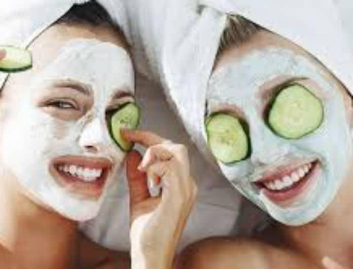 7 σπιτικές μάσκες ομορφιάς για να μην ξοδέψετε μια περιουσία!
