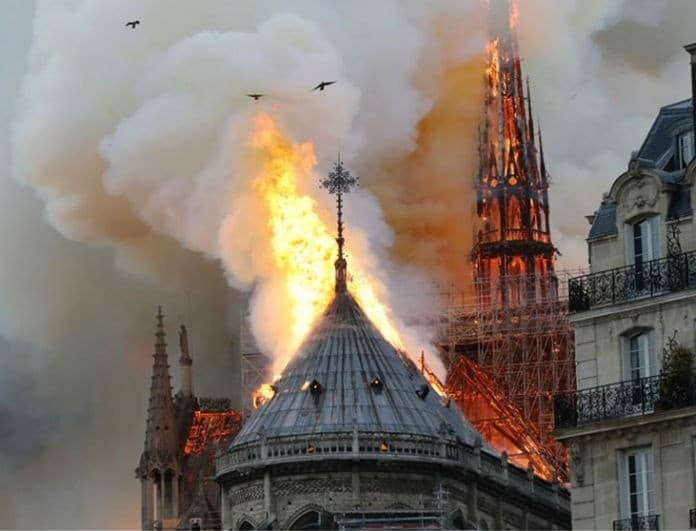 Παναγία των Παρισίων: Αυτός είναι ο ένοχος της φωτιάς; Το αποδεικτικό βίντεο!