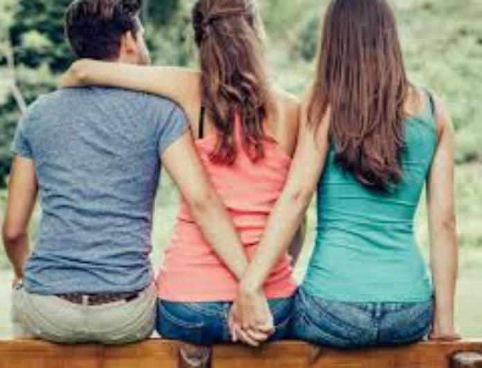 Αληθινή εξομολόγηση: «Ερωτεύτηκα τον παντρεμένο φίλο του πατέρα μου και θέλω να τον χωρίσω!»