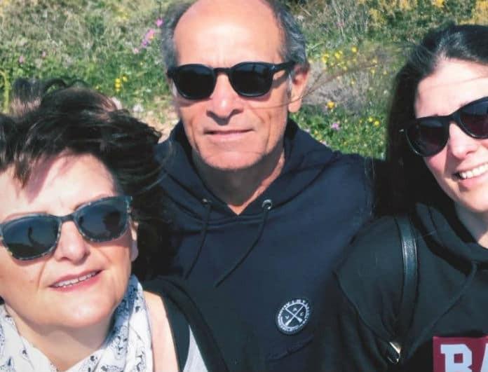 Πασίγνωστος Έλληνας παρουσιαστής μας συστήνει τους γονείς του!