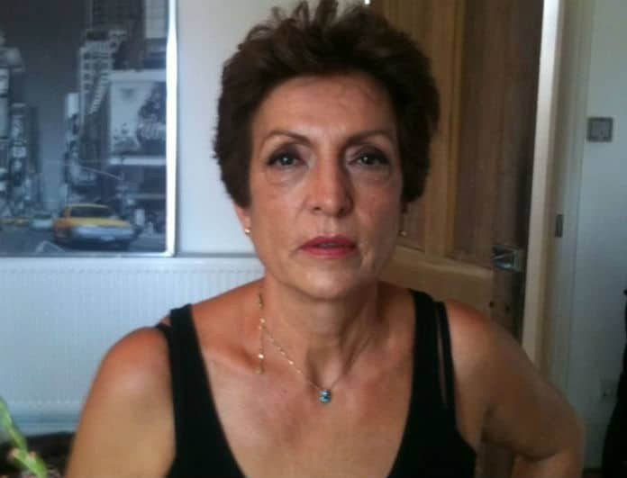 H κυρίας της φωτογραφίας είναι η μαμά πασίγνωστης Ελληνίδας ηθοποιού!