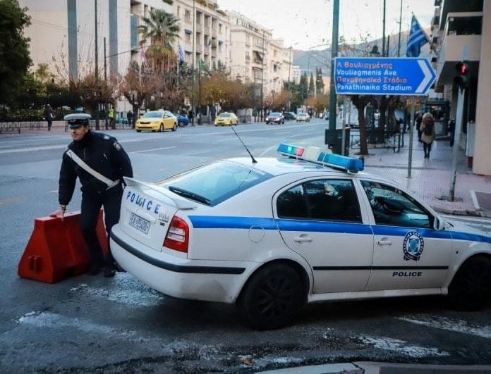 Σοβαρό τροχαίο στο κέντρο της Αθήνα με δύο αυτοκίνητα και μία μοτοσικλέτα!