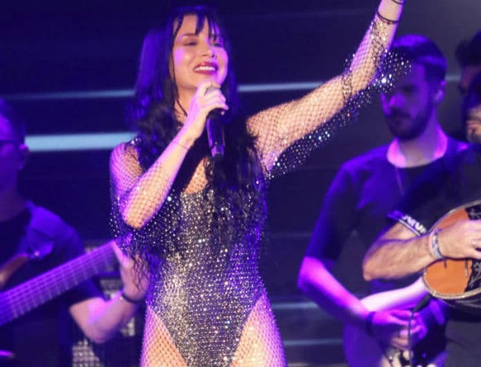 Πάολα: Η πίσω όψη επί σκηνής της τραγουδίστριας που τρέλανε το κοινό σε συναυλίας της!