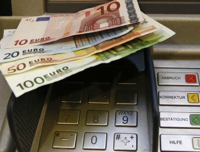 Μεγάλη προσοχή! Το λάθος στις αναλήψεις μέσω ATM που κοστίζει ακριβά!