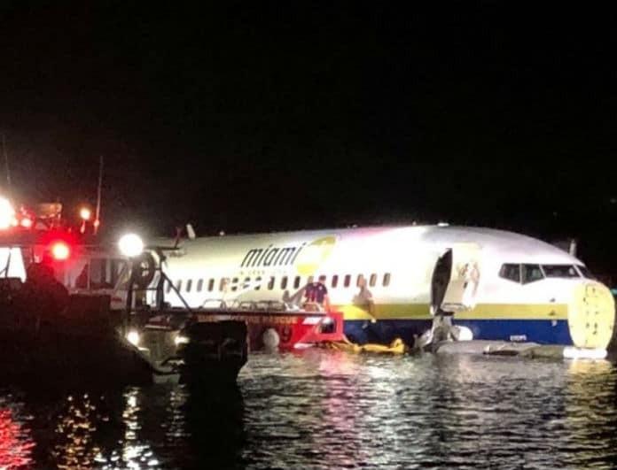 Τρόμος με Boeing 737: Το αεροπλάνο κατέληξε σε ποτάμι!