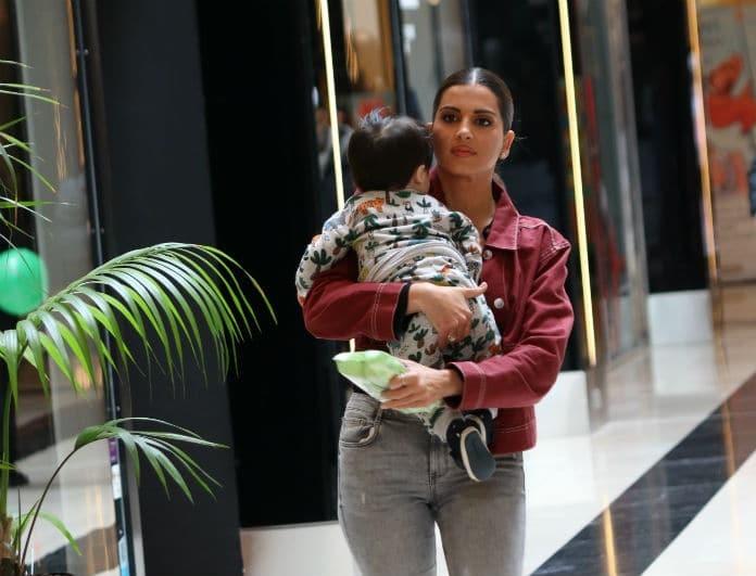 754c2cfc31c0 Σταματίνα Τσιμτσιλή  Αγκαλιά με τον γιο της για ψώνια στα βόρεια προάστια!  Αποκλειστικές φωτογραφίες... - News - Youweekly