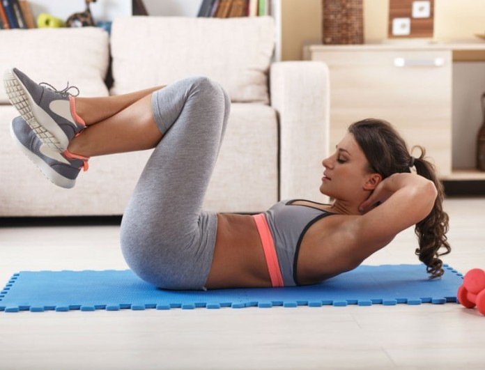 Γυμναστική για… τεμπέλες: 5 πολύ απλές ασκήσεις που σε κρατάνε σε φόρμα!