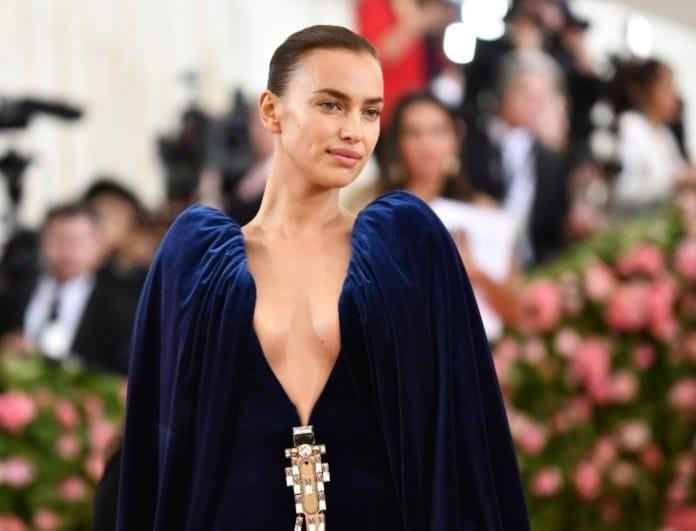 Ιρίνα Σάικ: Μάγεψε στο Met Gala! To σούπερ σ3ξι φόρεμά της!