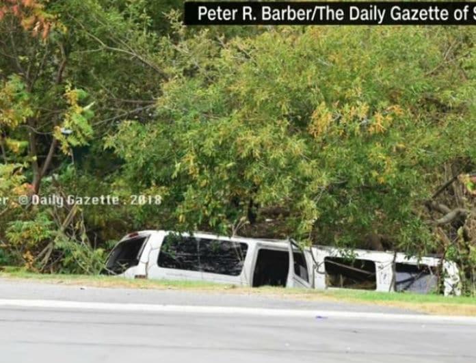 Σκληρό βίντεο: Λιμουζίνα καρφώθηκε σε αμάξι! 18 νεκροί!