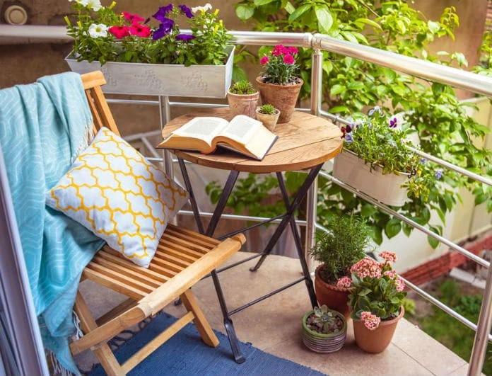 Έξυπνα tips για να διατηρείτε το μπαλκόνι σας πεντακάθαρο!