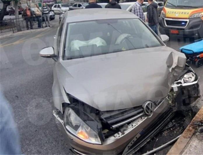 Έκτακτο: Τροχαίο-σοκ στη Λεωφόρο Αλεξάνδρας! Αυτοκίνητο έπεσε σε δέντρο!