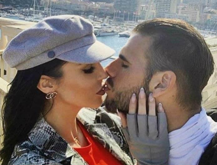 Ζέτα Θεοδωροπούλου - Παναγιώτης Ταχτσίδης: Ρουφηχτά φιλιά σε κοινή θέα!