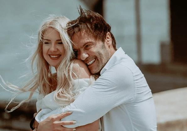Γάμος Τζώρτζογλου - Μαριόλα: Οι πρώτες φωτογραφίες από το γάμο τους στην Κρήτη!