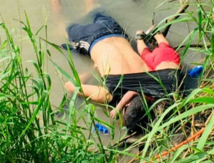 Εικόνα γροθιά στο στομάχι! Πατέρας και κόρη αγκαλιά νεκροί στον ποταμό!