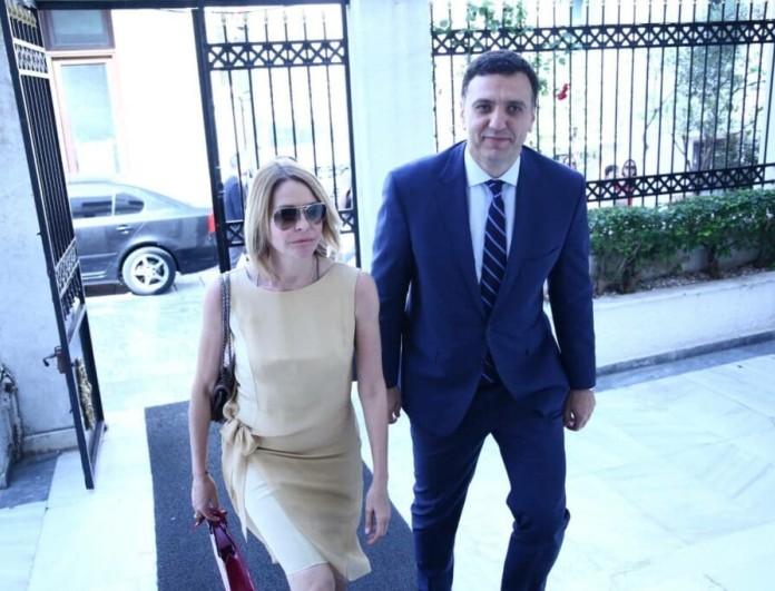 Τζένη Μπαλατσινού - Βασίλης Κικίλιας: Σε παπά το ζευγάρι! Πήραν την ευχή του! Δείτε την φωτογραφία μέσα από τον χώρο!