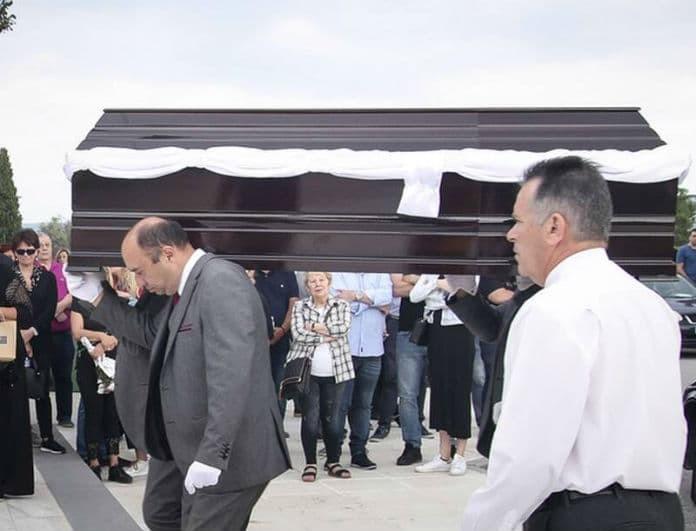 Γιώργος Ξενίδης: Ράγισαν καρδιές στην κηδεία του! Η εικόνα γροθιά στο στομάχι με το φέρετρο!