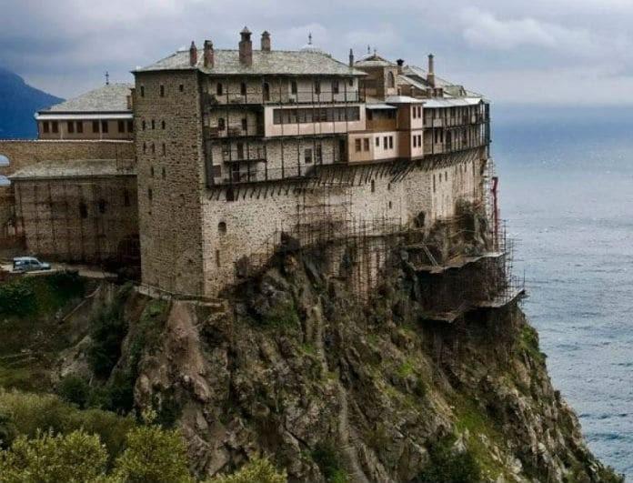 Απίστευτο περιστατικό στο Άγιο Όρος: Έκλεψαν τα τάματα από....