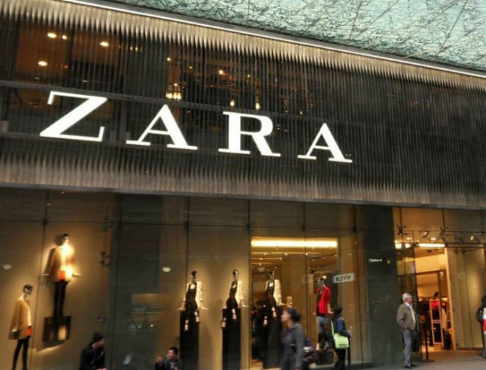 Zara: Σοκ με αυτό το μαύρο κοντό φορεματάκι από τη νέα συλλογή! Έχει λιγότερο από 30 ευρώ!