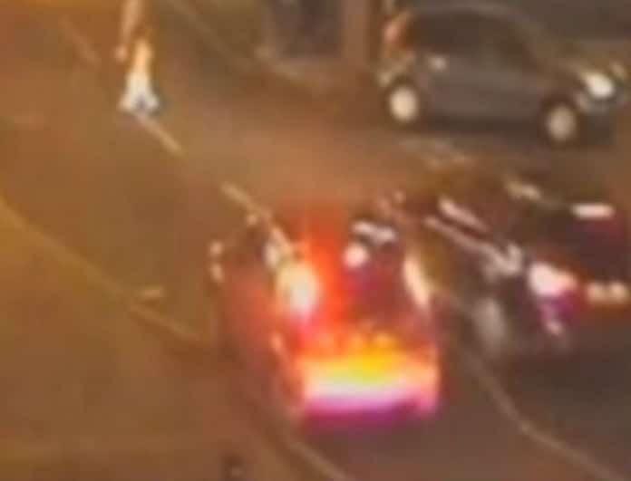 Βίντεο-σοκ: Αυτοκίνητο χτυπάει μητέρα με παιδί και τους εγκαταλείπει!