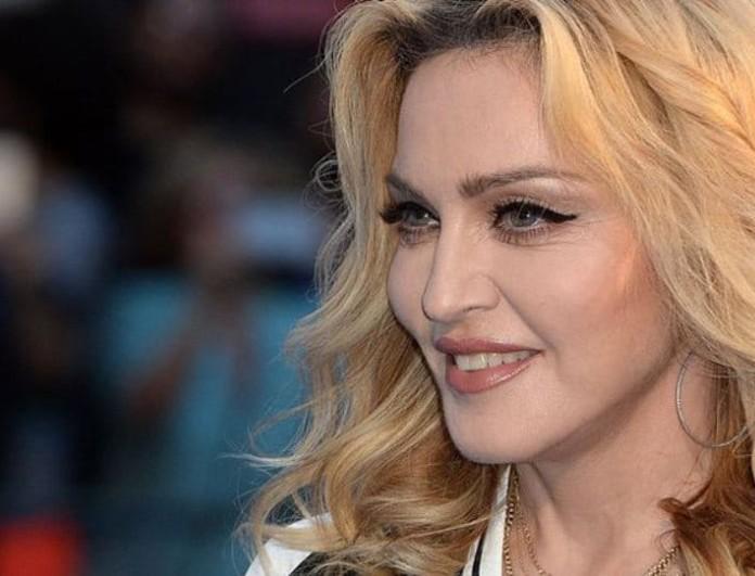 Τρελαμένη με Ελληνίδα δημοσιογράφο η Μαντόνα: «Νιώθω ότι με βίασε!»