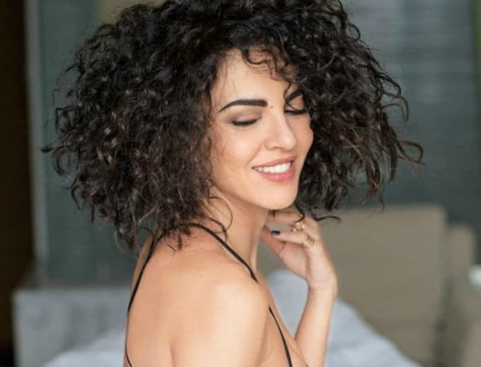 Μαρία Σολωμού: Σήκωσε το φόρεμα της και παραλίγο να κάνει αποκαλύψεις η ηθοποιός!