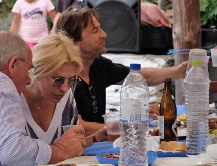 Ελένη Μενεγάκη - Ματέο Παντζόπουλος: Οι φωτογραφίες από το πανηγύρι και η ανθοδέσμη!
