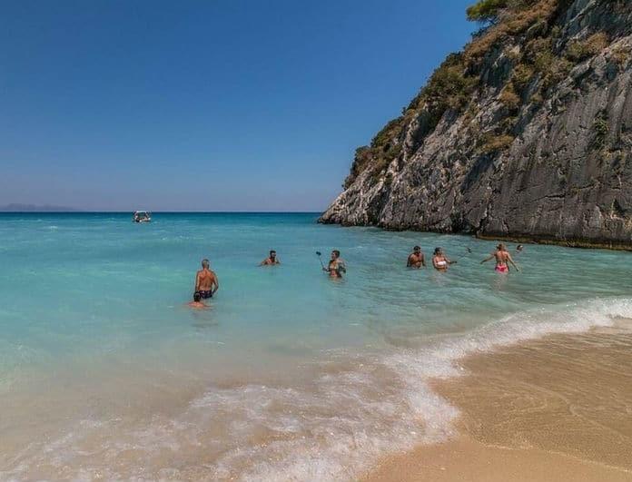 Μεγάλη προσοχή! Συναγερμός για μέδουσα φονιά στις Ελληνικές παραλίες!