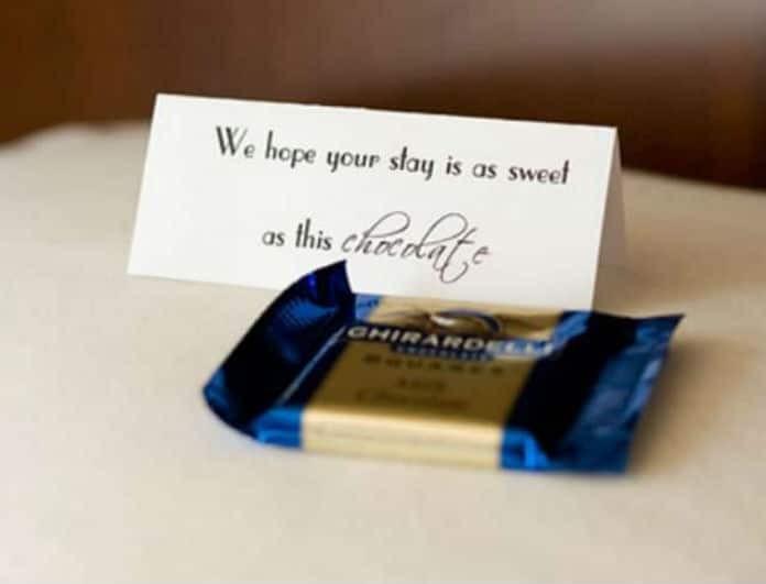 Εσύ το ήξερες; Αυτός είναι ο απίστευτος λόγος που βρίσκεις στα μαξιλάρια των ξενοδοχείων σοκολατάκι!