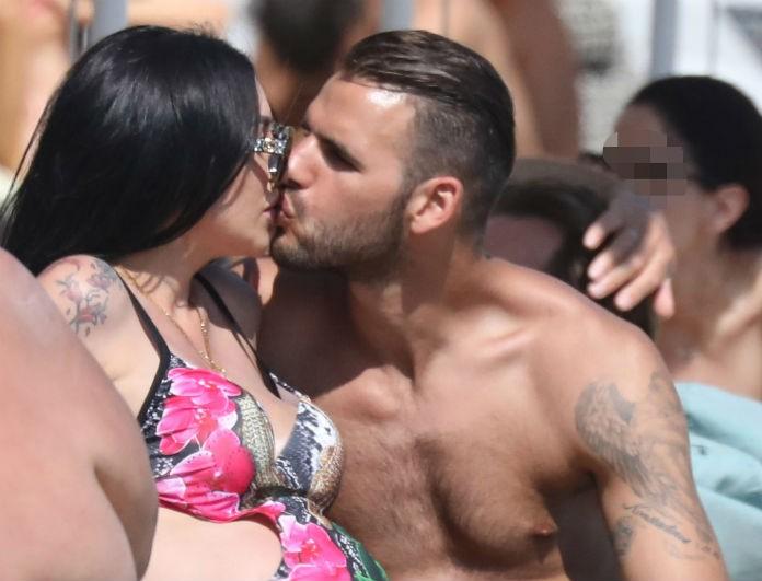 Ζέτα Θεοδωροπούλου: Σε παραλία της Μυκόνου χωρίς ίχνος ρετούς! Τα καυτά φιλιά με τον Ταχτσίδη!