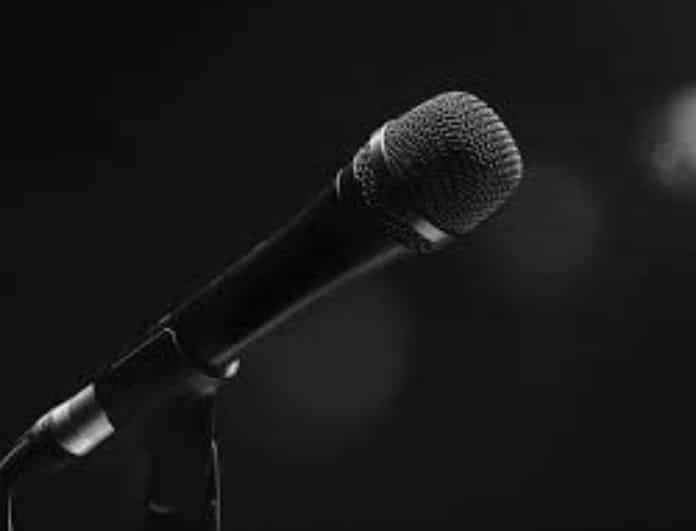 Παραλίγο τραγωδία! Πασίγνωστος Έλληνας τραγουδιστής ήπιε υγρό μπαταρίας!