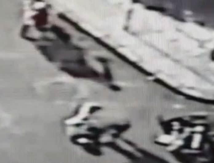 Βίντεο σοκ! Λαμιώτης ντελιβεράς σφαδάζει μετά από τροχαίο!