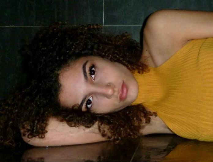 Η κοπέλα της φωτογραφίας είναι κόρη πασίγνωστης Ελληνίδας ηθοποιού! Πάει το μυαλό σας;