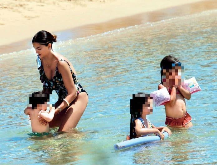 Σταματίνα Τσιμτσιλή: Μόνη στην παραλία με τα παιδιά! Τα πρώτα βήματα και δόντια του γιου της!