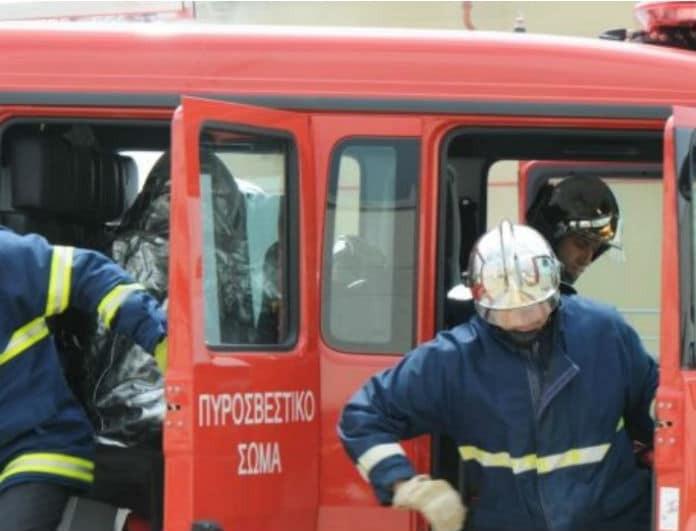 Σοκ στο Αγρίνιο! Άνδρας απειλούσε με τσεκούρι πυροσβέστες που ήθελαν να σβήσουν πυρκαγιά!