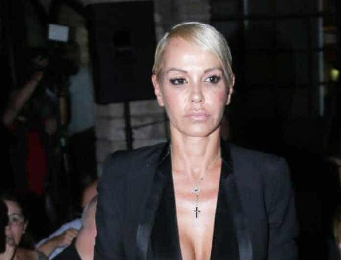 Νατάσα Καλογρίδη: Η προκλητική πόζα φορώντας μόνο το...