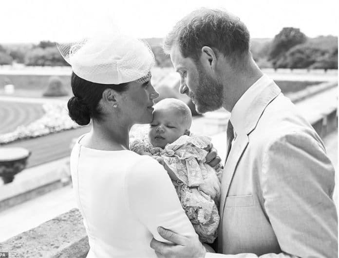 Πρίγκιπας Χάρι - Μέγκαν Μαρκλ: Οι πρώτες φωτογραφίες από τη βάφτιση του γιου τους!