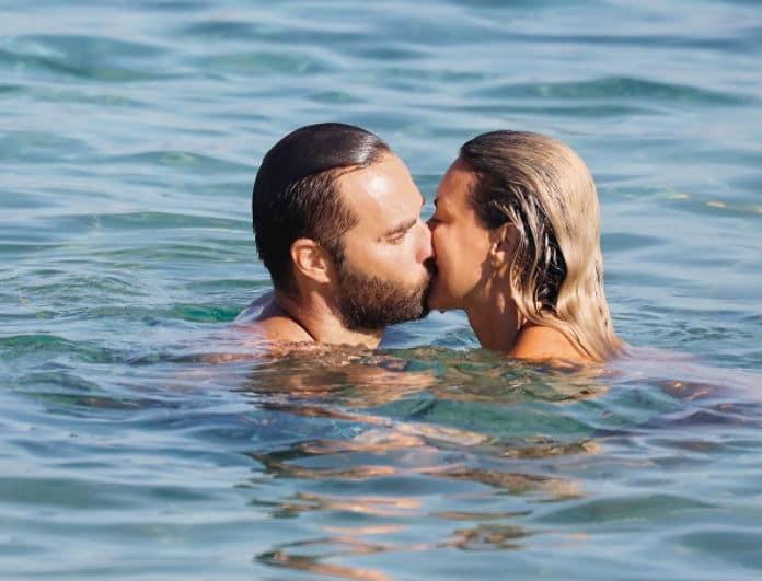 Αποκλειστικό: Ζευγάρι της ελληνικής showbiz είναι έτοιμο για γάμο! Τα φιλιά στην παραλία σα να μην υπάρχει αύριο!