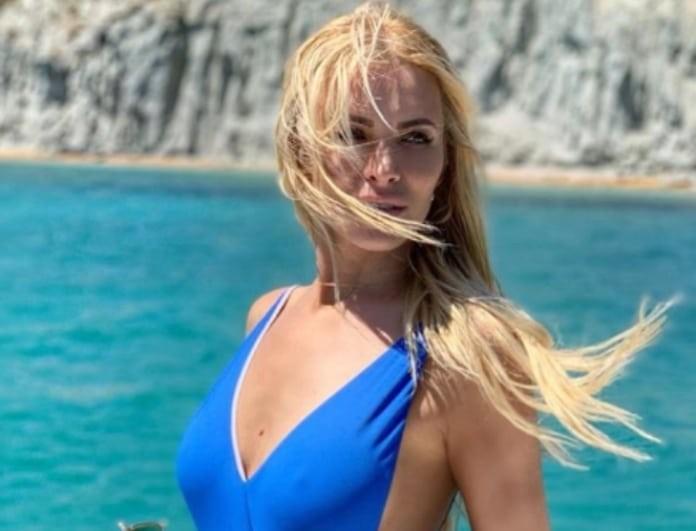 Κατερίνα Καινούργιου: Το αποκαλυπτικό μπλε ολόσωμο μαγιό της! Η φωτογραφία κάνει πάταγο!