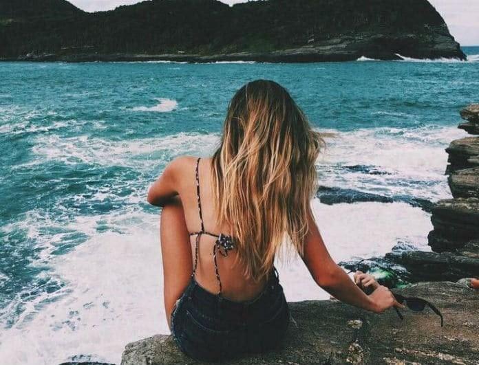 3+1 μυστικά για υγιή μαλλιά στη θάλασσα και τον ήλιο
