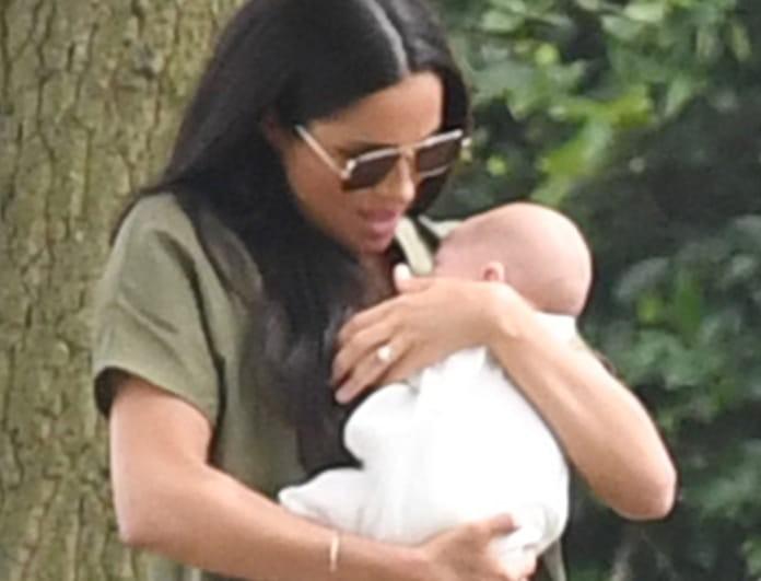 Ούτε το μωρό δεν μπορεί να κρατήσει η Μέγκαν Μαρκλ! «Πήγε να της πέσει από τα χέρια!»