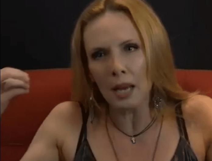 Εβελίνα Παπούλια: Αποκαλύπτει το πιο αμήχανο φιλί στην καριέρα της! «Παναγία μου, τι ήταν αυτό;» (Βίντεο)