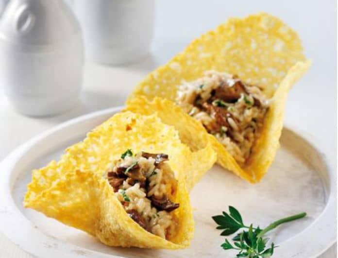 Συνταγή της ημέρας: Ριζότο με μανιτάρια σε φωλιές παρμεζάνας!
