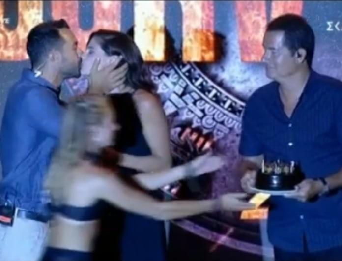 Survivor: Η έκπληξη γενεθλίων στην Χριστίνα Μπόμπα και το φιλί στο στόμα από τον Τανιμανίδη! (Βίντεο)