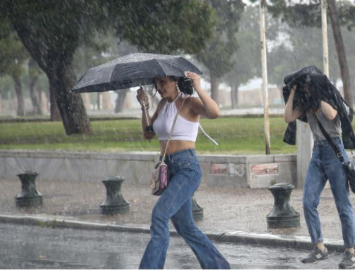 Κατακλυσμός στο κέντρο της Αθήνας!