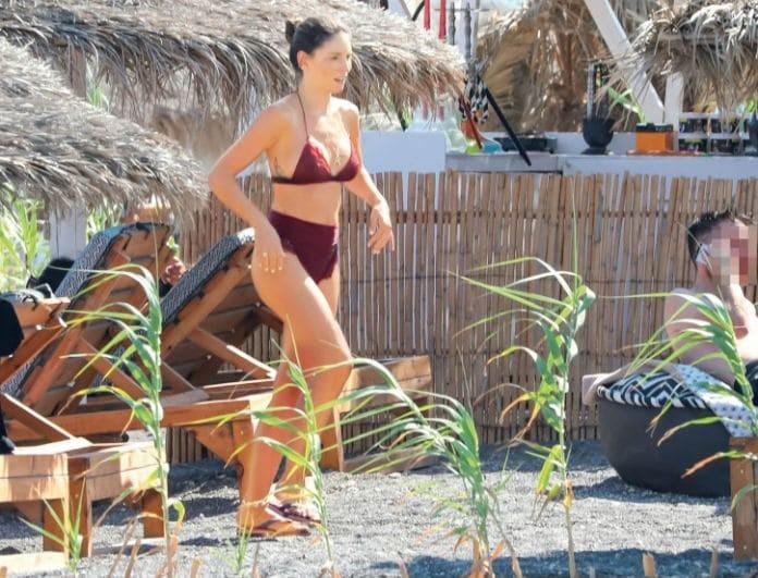 Αθηνά Οικονομάκου: Έκανε μπάνιο στην θάλασσα και όλοι κοιτούσαν το μαγιό της! Κοστίζει πάνω από 200 ευρώ!