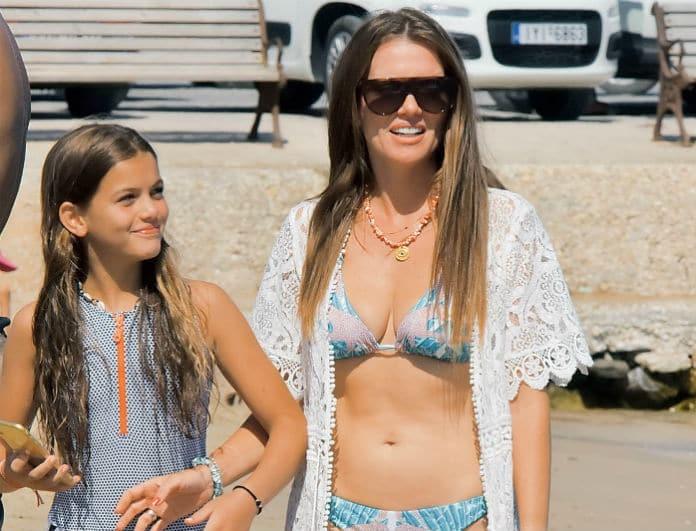 Κιμ Κίλιαν: Στην παραλία με άψογο στιλ και την κόρη της! Αυτοκόλλητες με την μικρή Σάντι!