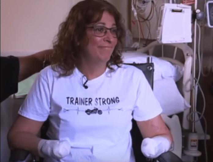Ανατριχιαστικό! Της έκοψαν τα χέρια και τα πόδια επειδή...την έγλειψε ο σκύλος της! (Βίντεο)